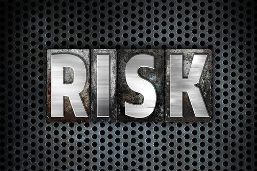ゴルゴラインのこけの美容整形のリスク、副作用とは?