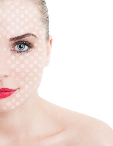 目の上のくぼみの美容整形の修正には何が必要?