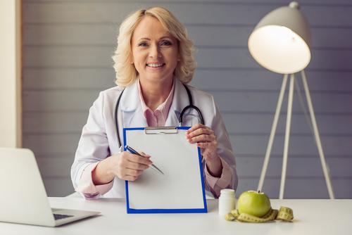 レーザーピーリングの名医はどう選ぶべき?